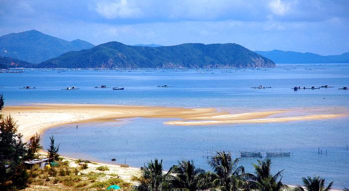 Biển Thiên Cầm với vẻ đẹp hoang sơ